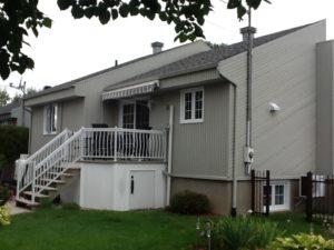 Rénovation maison vue arrière revêtement gris