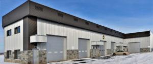 Construction d'un entrepôt commerciale vue cote garage