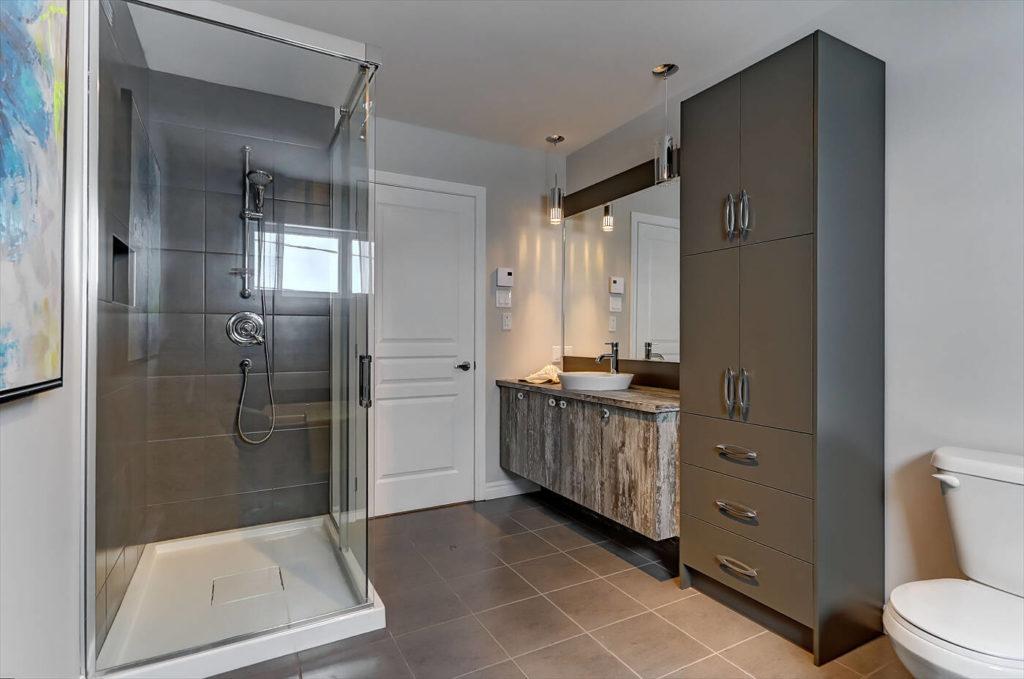Salle de bain St-Isidore vue douche vitre